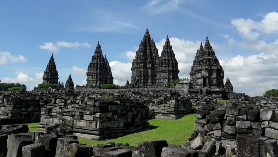 фотография храма Прамбанан в Индонезии