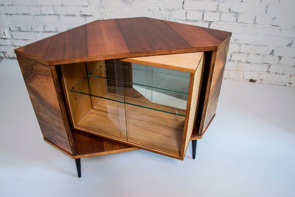 трехмерная визуализация предмета мебели