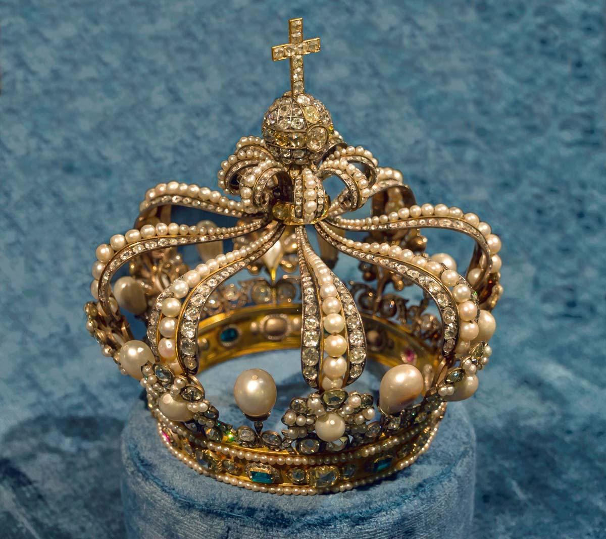 Драгоценная корона, трехмерное изображение