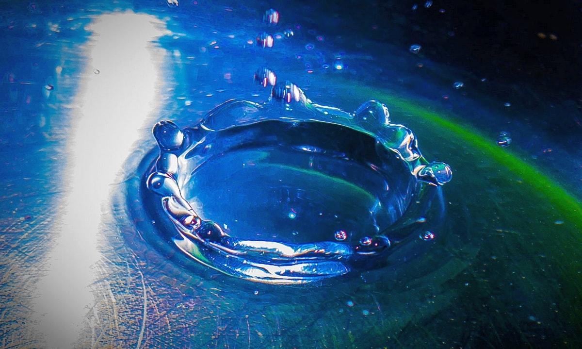 компьютерная 3d визуализация капли воды